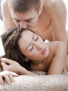 Парень шпилит молодую цыпочку в анальную дырочку после куни - секс порно фото