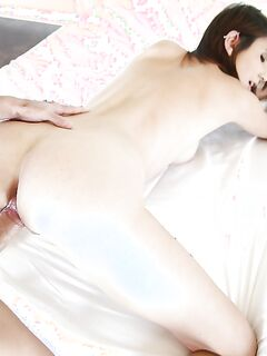 Парень трахает раком грудастую Cece Capella в спальне - секс порно фото