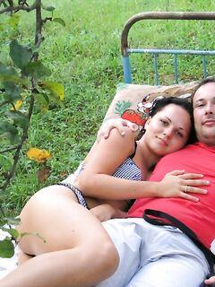 Парень фотографирует девушку мастурбирующую секс игрушками - секс порно фото