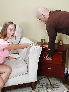 Девица с округлыми формами после глубокого минета скачет на конце - секс порно фото