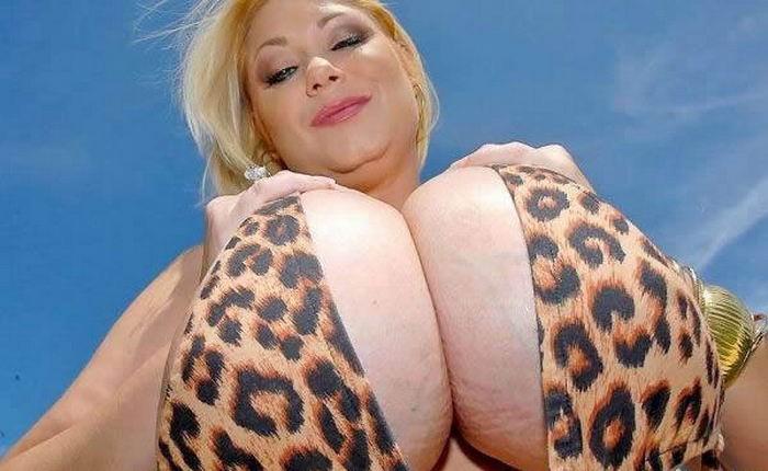 Подборка снимков красавиц с голыми сиськами на улице - секс порно фото