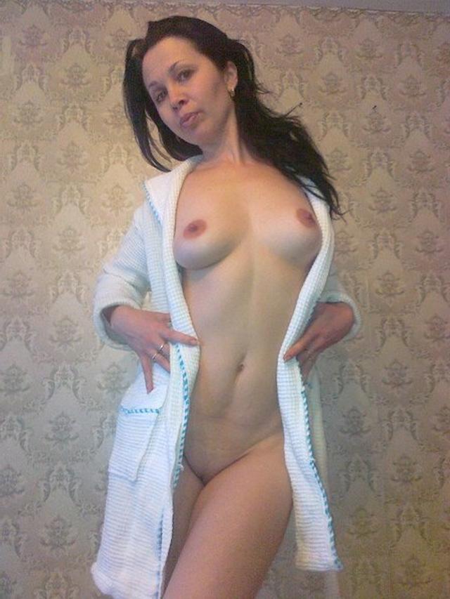Мужья фотографируют дома голые киски своих жён - секс порно фото