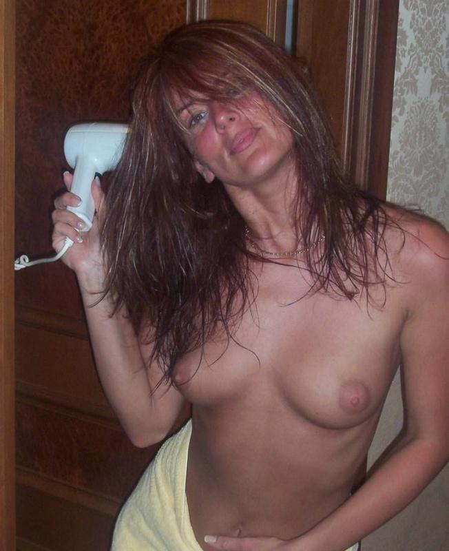 Муж фотографирует дома рыжеволосую жену голой - секс порно фото