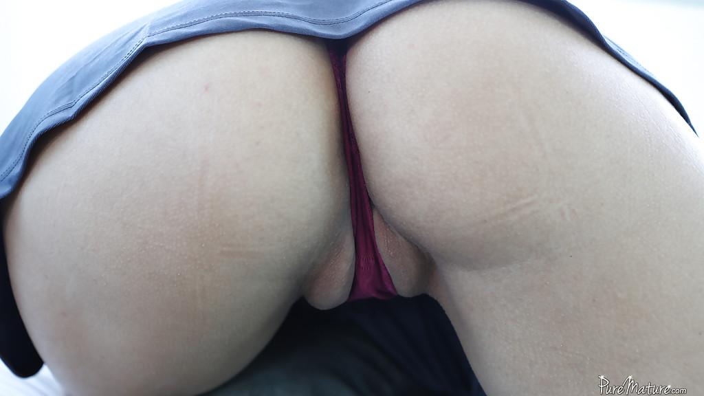 Латинка возбуждает отсосом и распахивает бритую пилотку для твердого ствола - секс порно фото