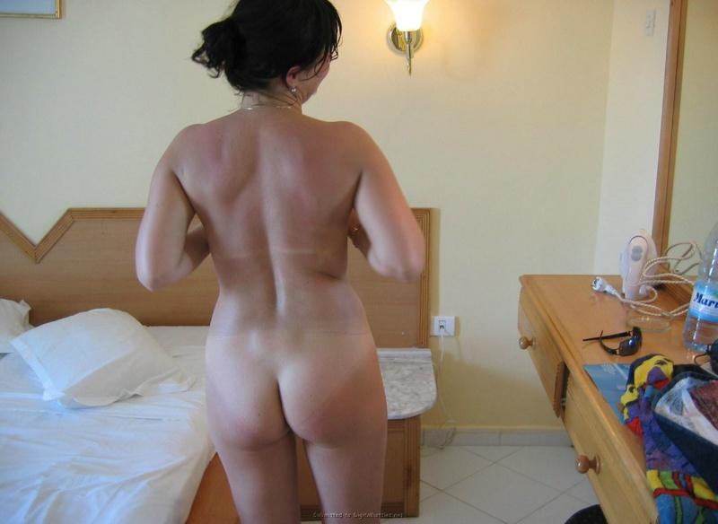 Мужик фотографирует голую любовницу в отеле - секс порно фото