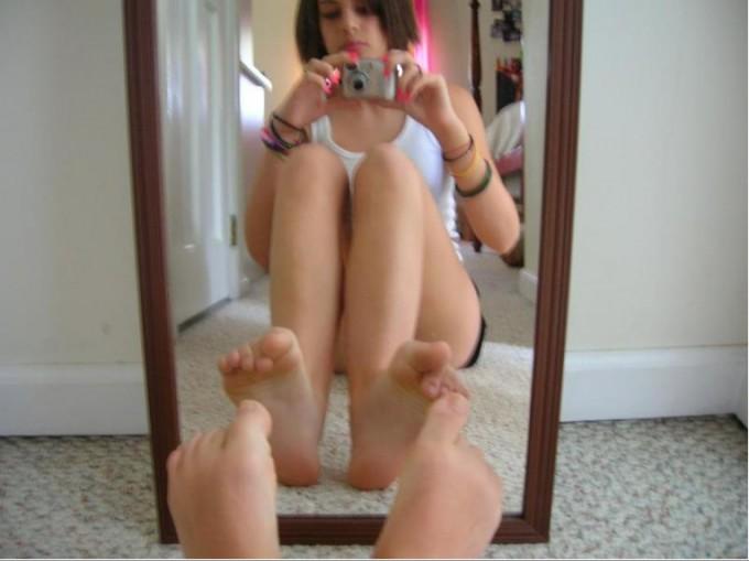 Развратные студентки делают дома селфи - секс порно фото