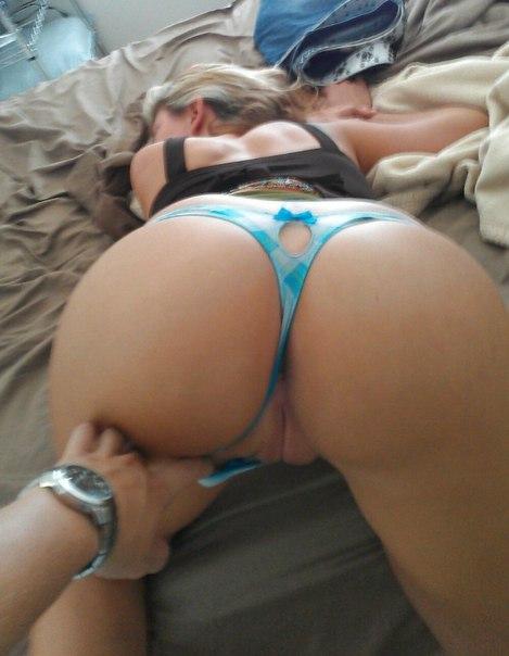 Телки показали большие задницы крупным планом - секс порно фото