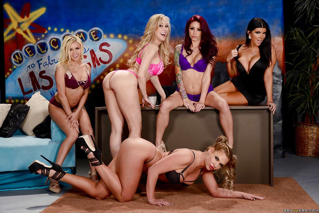 Эротическая фотосессия Brandi Love с грудастыми подружками у стола - секс порно фото