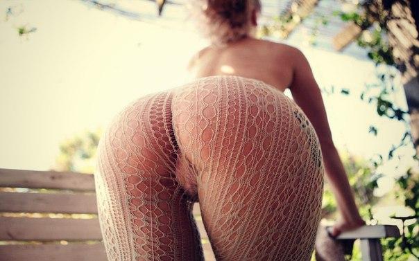 Мужики трахают девиц в ненасытные киски - секс порно фото