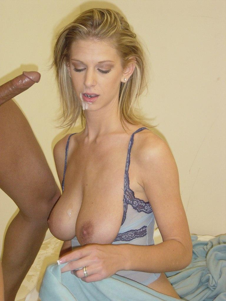 Негр с огромным членом трахает мамочку с большими сиськами - секс порно фото