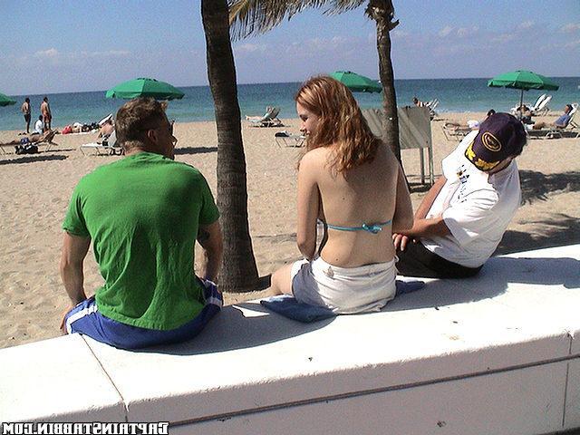 Мужик трахает на яхте молодую девицу - секс порно фото
