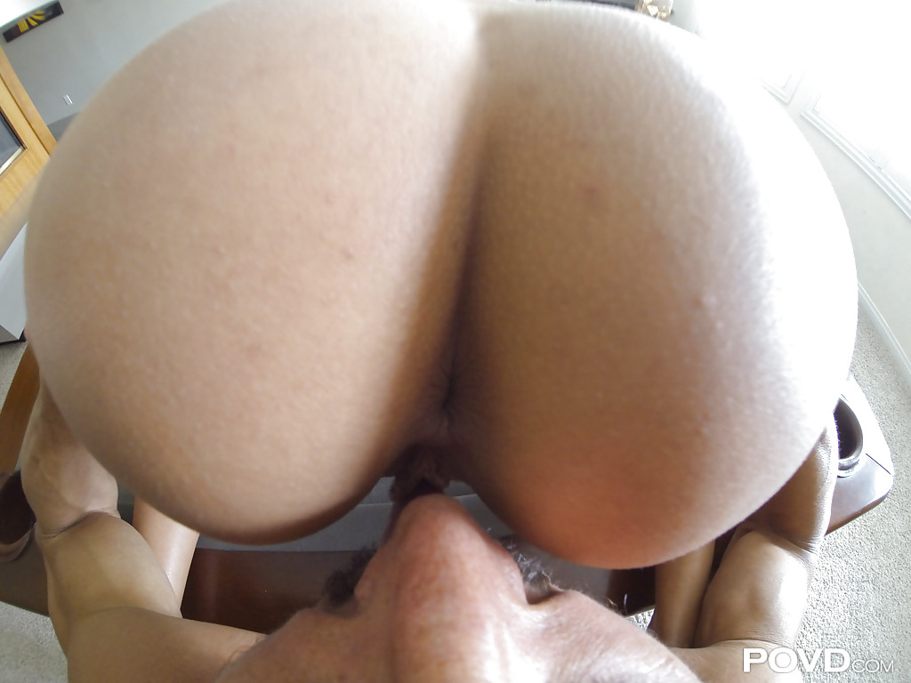 Секс от первого лица с фигуристой итальянкой в постели - секс порно фото