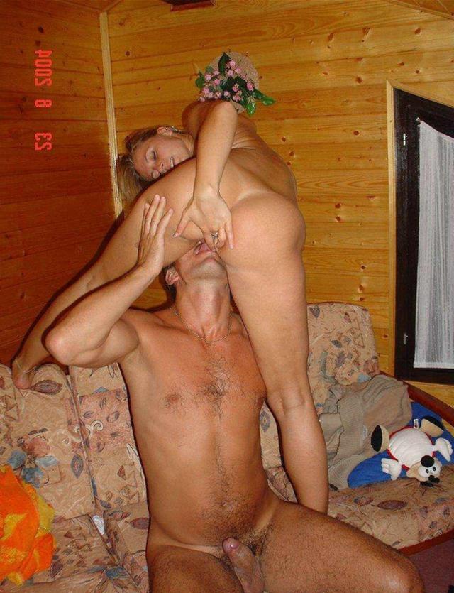 Пара друзей жарят соседских блондинок по одной - секс порно фото