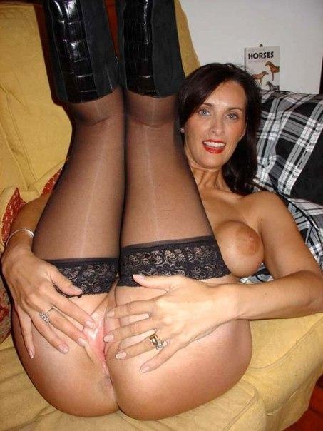 Эротическая подборка развратных дамочек в чулках - секс порно фото