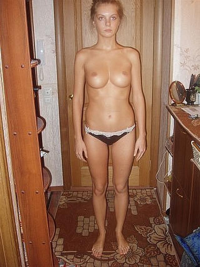 Эротическая подборка домашних снимков молодых чувих топлес - секс порно фото