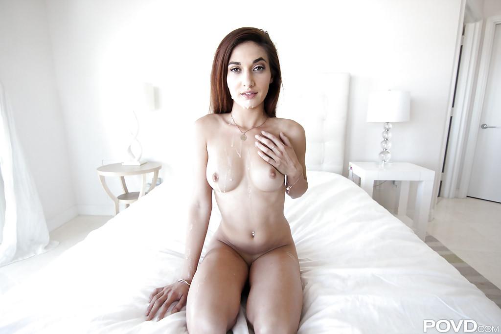 Бойфренд трахает в спальне длинноволосую красотку Michelle Taylor - секс порно фото