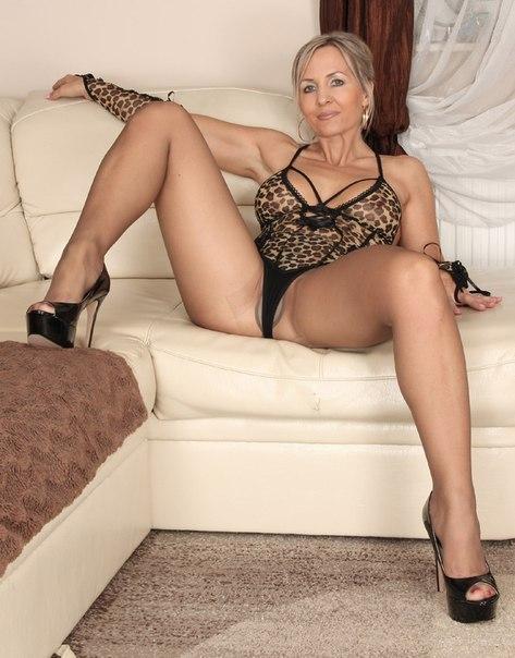 Домашняя подборка снимков обнажённых задниц замужних дамочек - секс порно фото