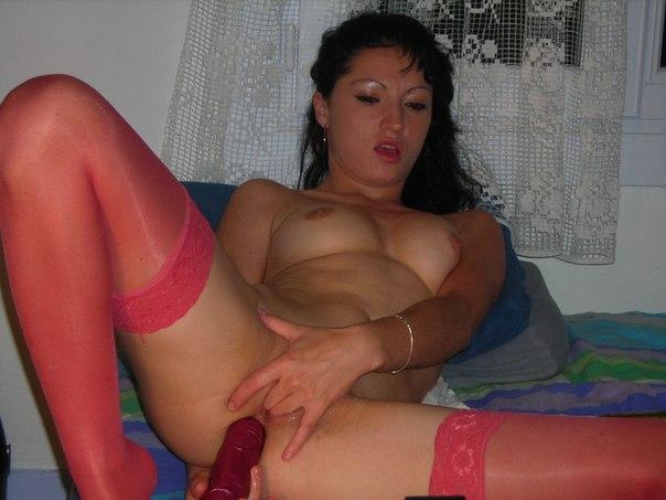 Любительская эро сессия мастурбирующей дилдо красотки - секс порно фото