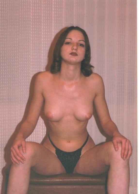 Цыпочки обнажили свои молодые дойки - секс порно фото