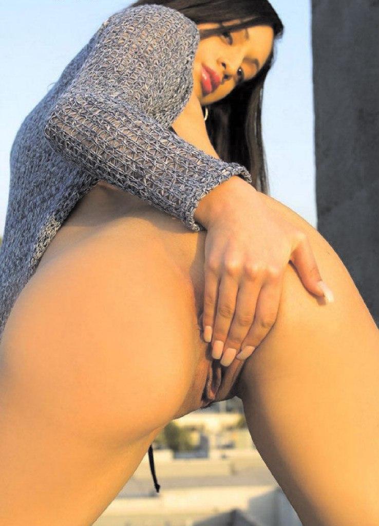 Девахи распахнули свои влажные киски крупным планом - секс порно фото